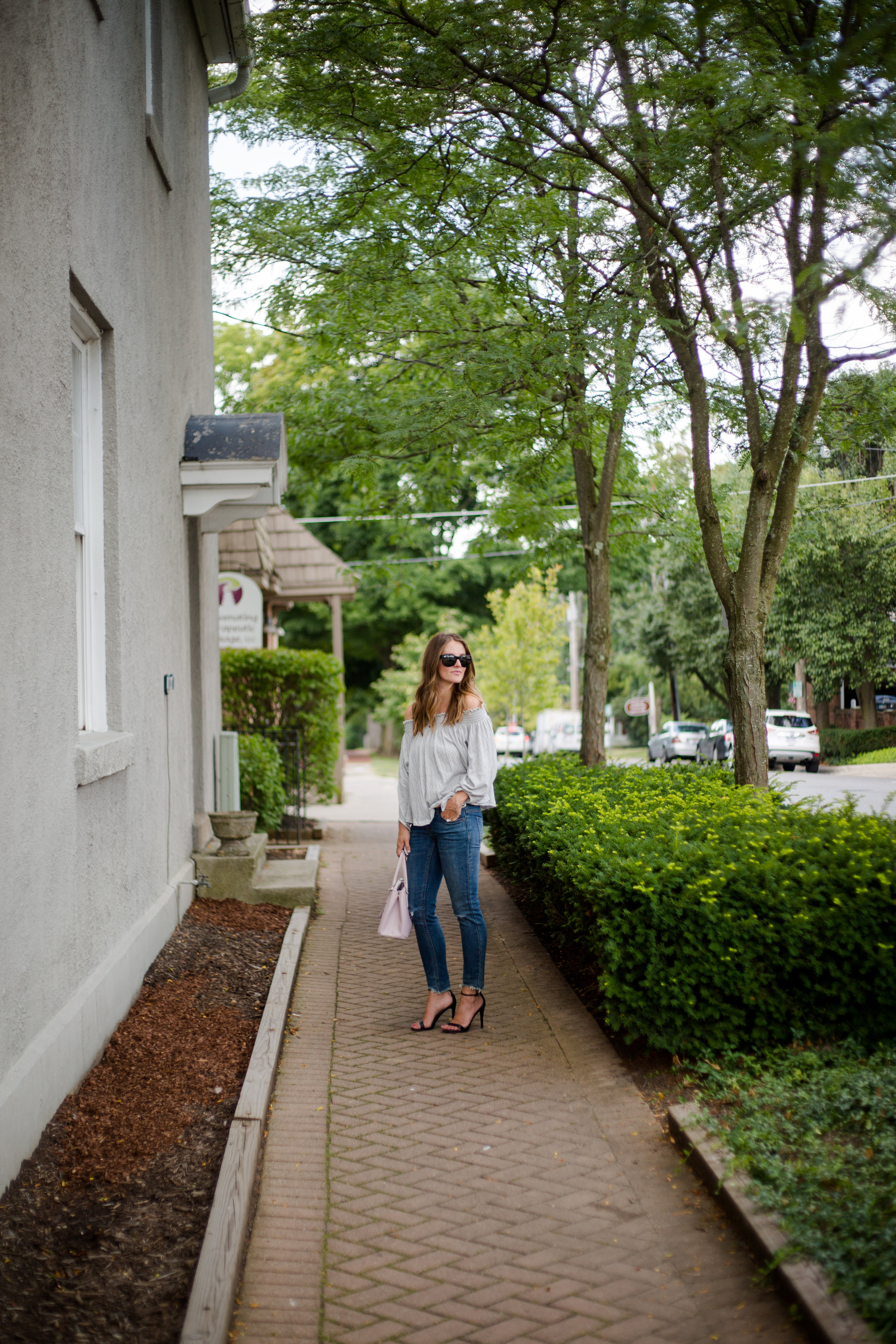 fall 2016 outfit blogger raw hem jeans black heels